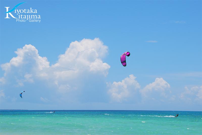 入道雲とカイトサーフィン