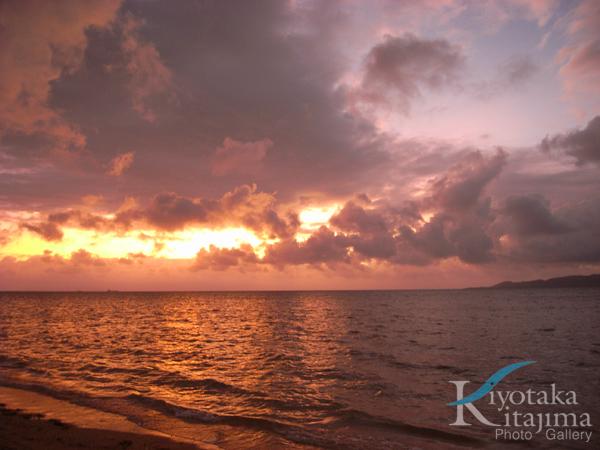 台風前の夕日