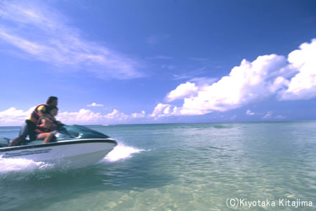 003ビーチ:海へGO・GO!