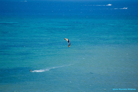 Blue sea & kitesurfing
